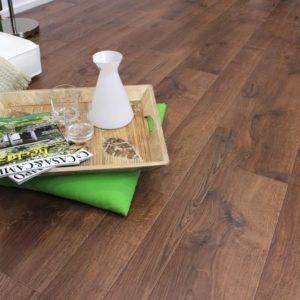 Jak dobrać panele podłogowe do drzwi wewnętrznych?