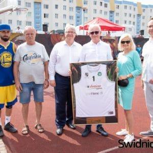 DOMINO Streetball Cup w Świdnicy – myślimy globalnie, działamy lokalnie